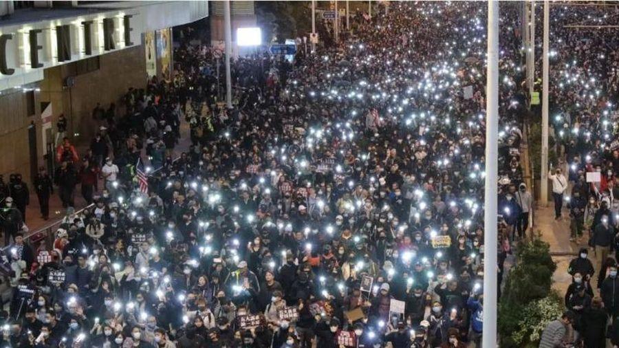 Hong Kong: 800.000 người xuống đường kỷ niệm nửa năm biểu tình