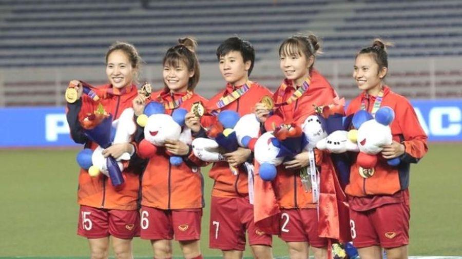 Giây phút nhận HCV SEA Games của tuyển nữ Việt Nam