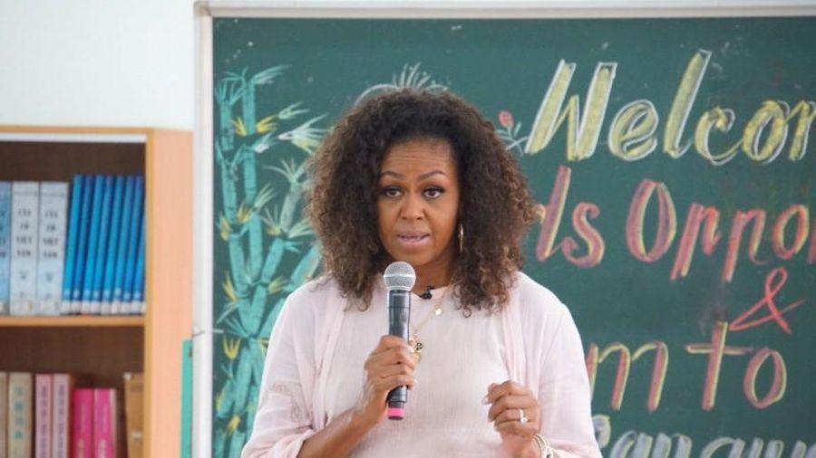 Bà Michelle Obama đến thăm trường cấp 3 ở Long An