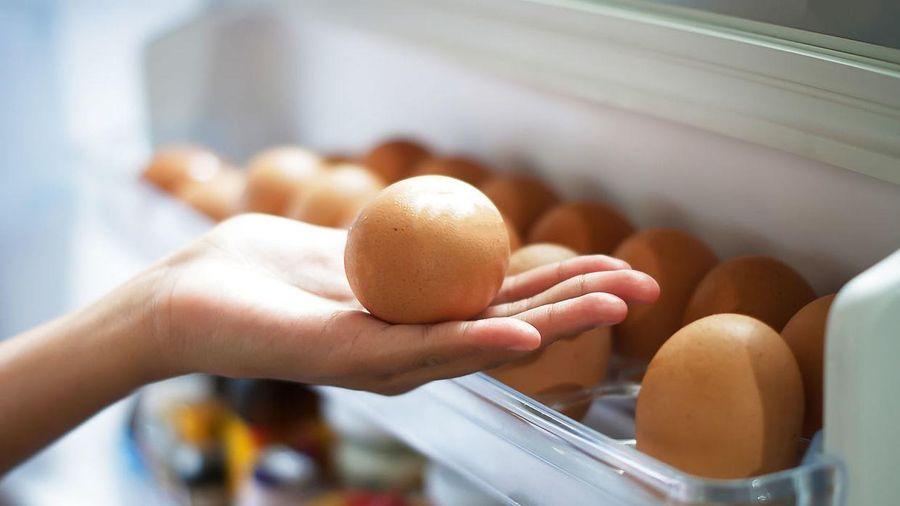 Để trứng ở cánh cửa tủ lạnh có thể gây ngộ độc, tiêu chảy