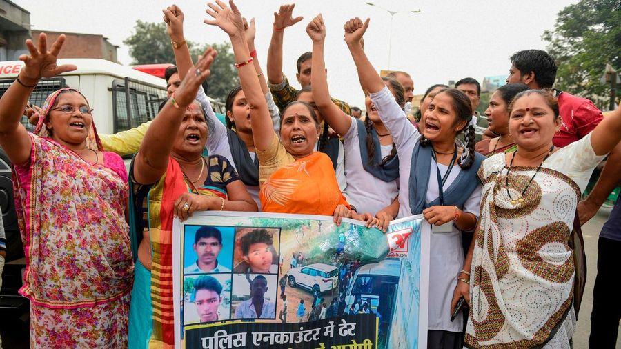 Bi kịch bé gái Ấn Độ bị cưỡng hiếp, thắt cổ và một chính phủ 'ngồi im'