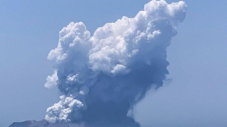 Nhiều du khách mất tích khi núi lửa New Zealand phun trào