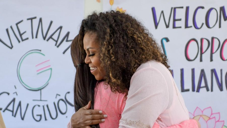 Bà Michelle Obama đến Việt Nam, thăm trường cấp 3 tại Long An
