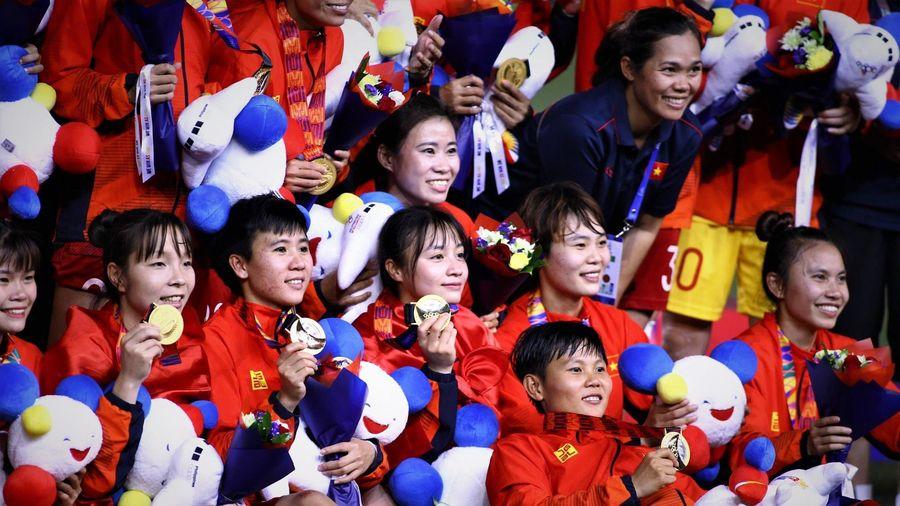Thành viên Chính phủ hỗ trợ mỗi cầu thủ bóng đá nữ Việt Nam 100 triệu