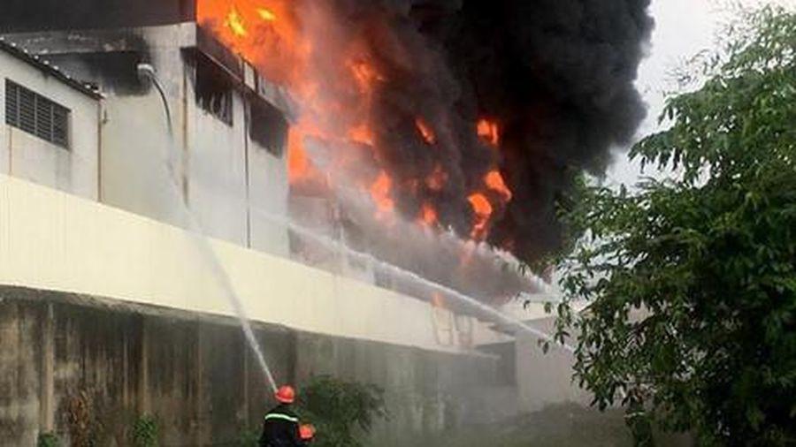 Cháy nhà xưởng rộng 3.000 m2 ở Bình Dương
