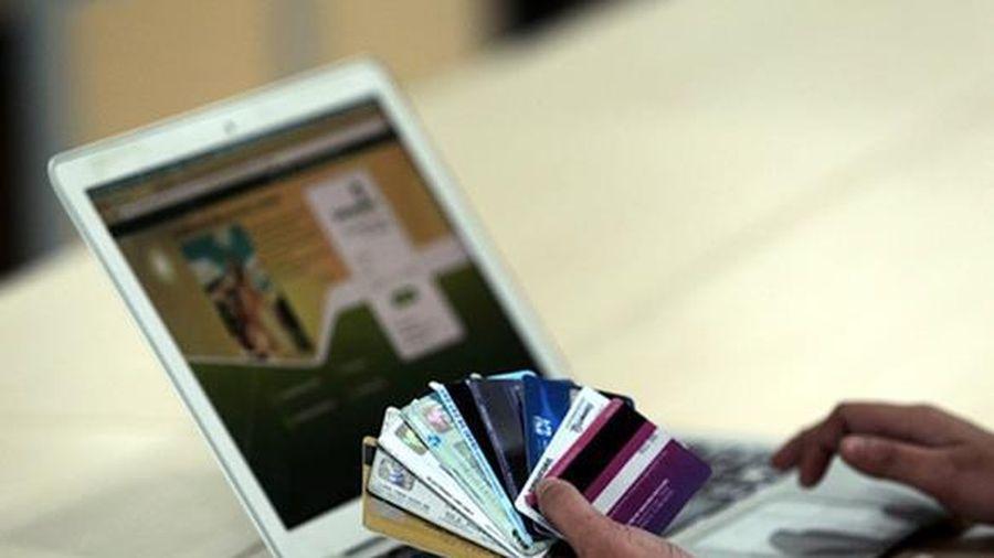 Bắt cán bộ ngân hàng bán thông tin cho tội phạm