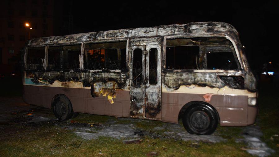 Xe khách 29 chỗ cháy rụi