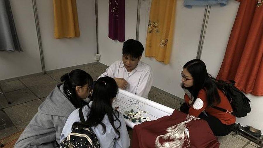 Gìn giữ nghề thêu 300 năm của Hà Nội