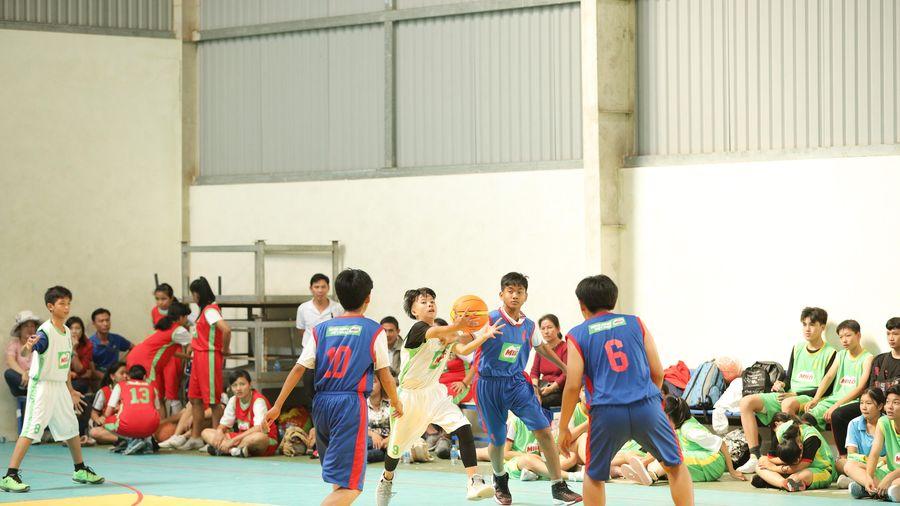 Vĩnh Long tổ chức giải bóng đá, bóng rổ cho học sinh
