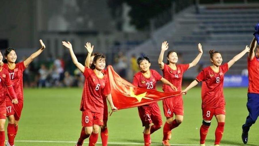 Đội tuyển nữ Việt Nam muốn ở lại cổ vũ tuyển U22
