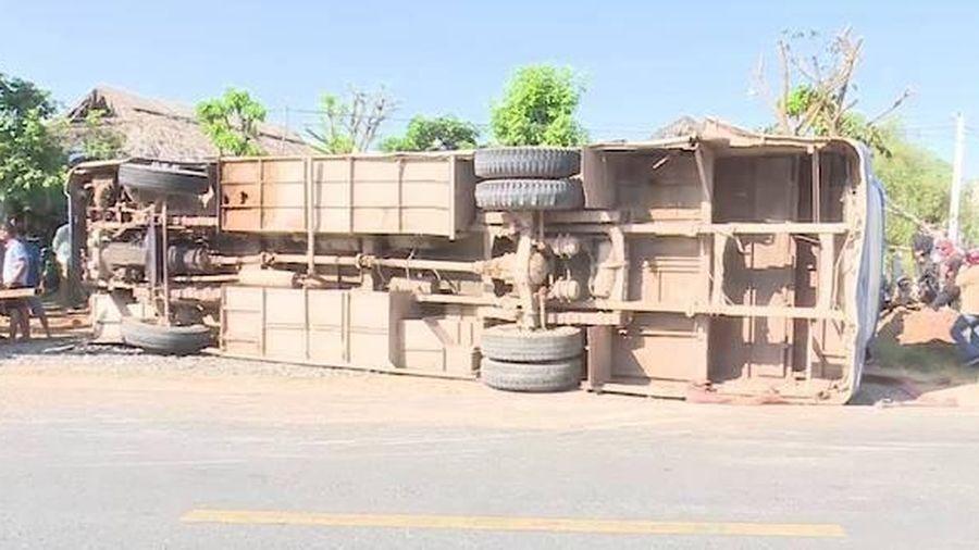 Tai nạn giao thông, hai người chết, 24 người bị thương