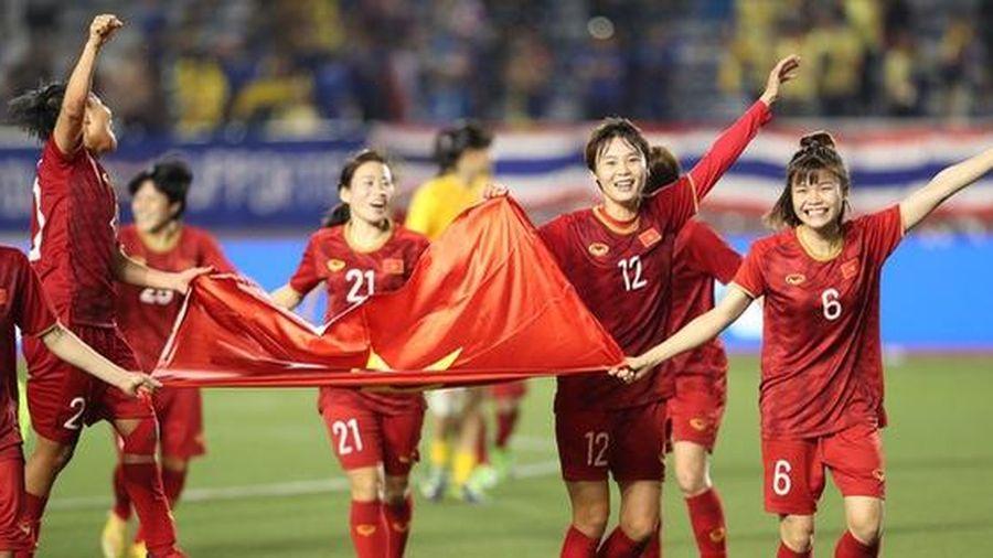 EQuest Education Group tặng 90% học bổng ĐH, CĐ cho đội tuyển bóng đá nữ