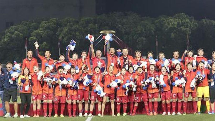 Thường trực Chính phủ gửi tặng mỗi nữ cầu thủ bóng đá 100 triệu đồng
