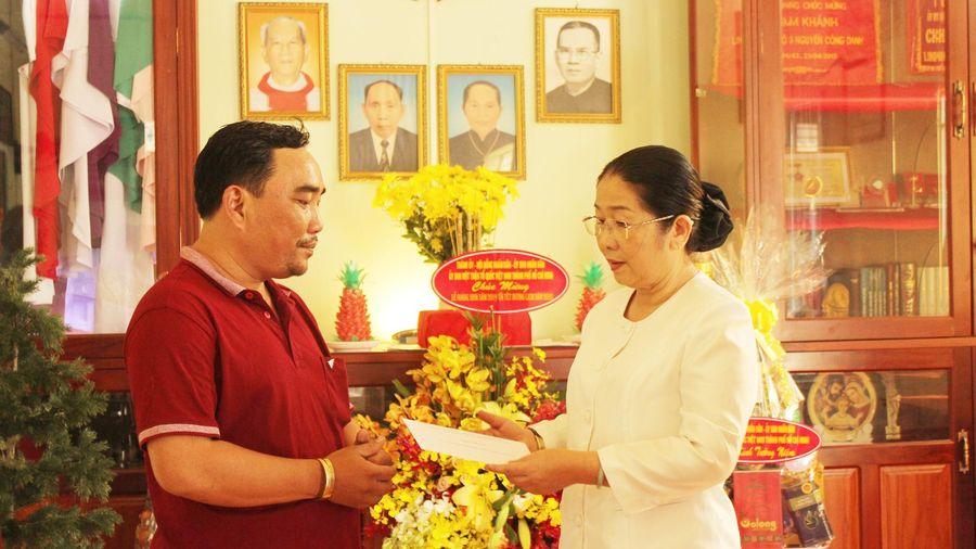 Lãnh đạo TPHCM tưởng niệm cố linh mục Nguyễn Công Danh
