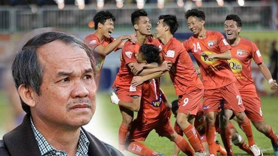 Bầu Đức và đóng góp chẳng tiền nào mua được dành cho bóng đá Việt