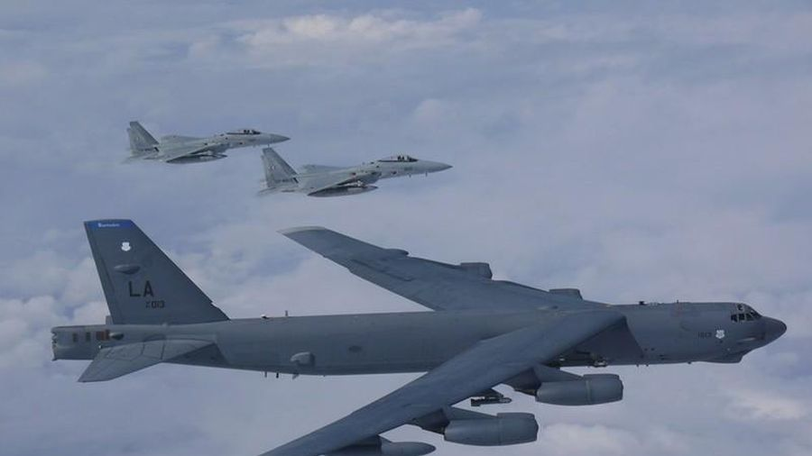 Mỹ đưa siêu máy bay ném bom áp sát biển Trung Quốc, Bắc Kinh 'đứng hình'