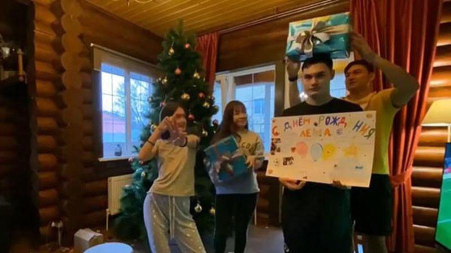 Bạn gái Đặng Văn Lâm khoe chuẩn bị đón Giáng sinh tại Nga