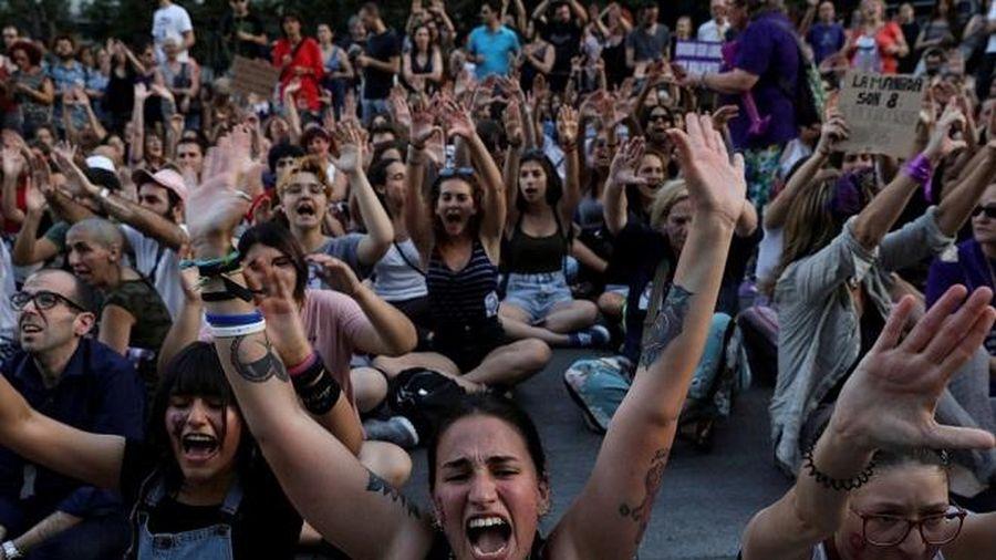 Tây Ban Nha: Chương trình truyền hình thực tế để mặc thí sinh bị cưỡng hiếp rồi bắt xem lại video
