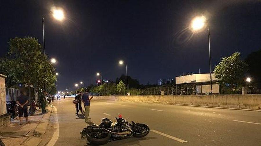 Ra đường đuổi chó chạy xổng ra ngoài, nam thanh niên bị xe tông tử vong