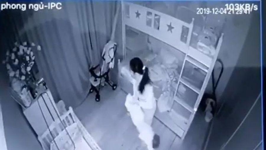 Tạm giữ nữ giúp việc cầm chân, dốc ngược đầu bé gái hơn 1 tuổi