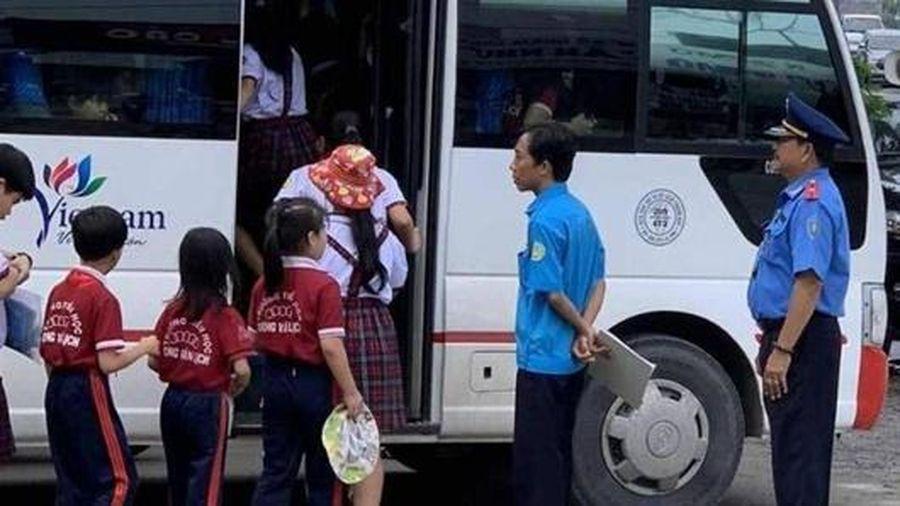 Hà Nội: Hàng loạt xe đưa đón học sinh vi phạm bị xử phạt