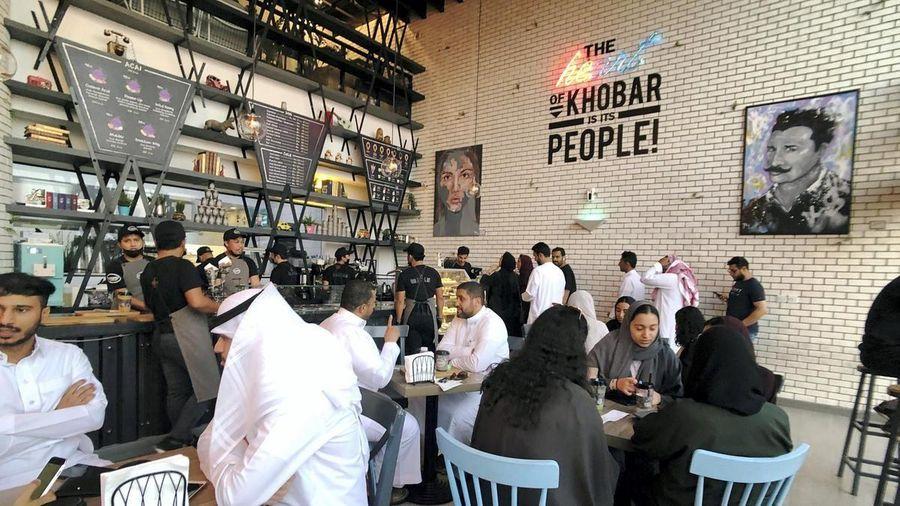 Saudi Arabia bỏ quy định phân biệt giới tính trong các nhà hàng