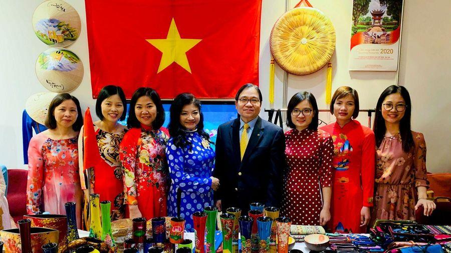 Đại sứ quán Việt Nam tại Ba Lan tham gia Hội chợ từ thiện Bazaar 2019