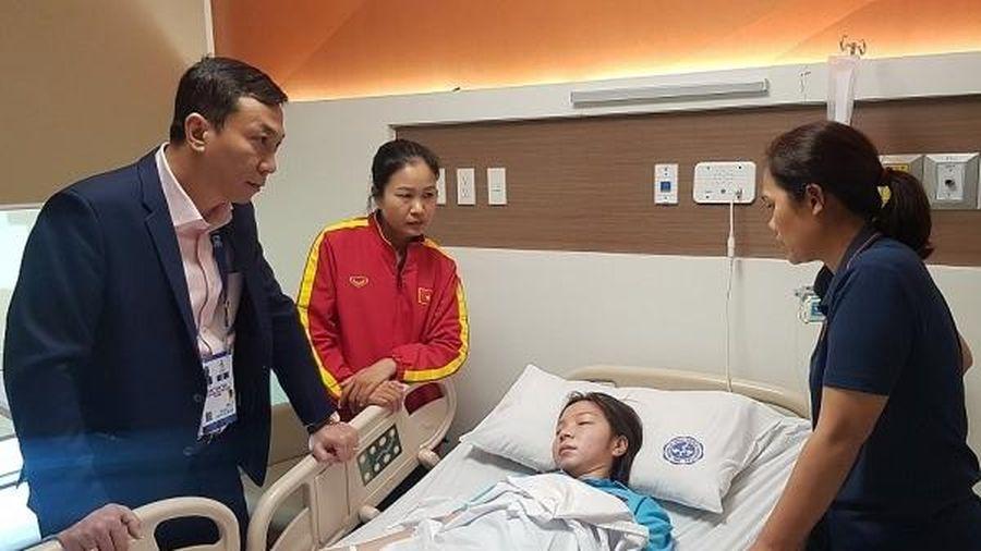 Tuyển thủ nữ bóng đá Việt Nam phải nhập viện vì kiệt sức sau trận chung kết