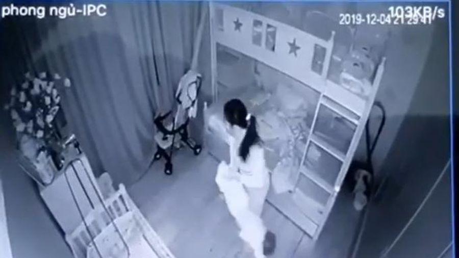 Tạm giữ nữ giúp việc cầm chân dốc ngược, quăng vứt bé một tuổi