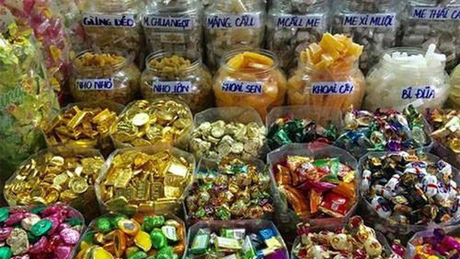 Lựa chọn thực phẩm, bánh kẹo an toàn trong dịp Tết