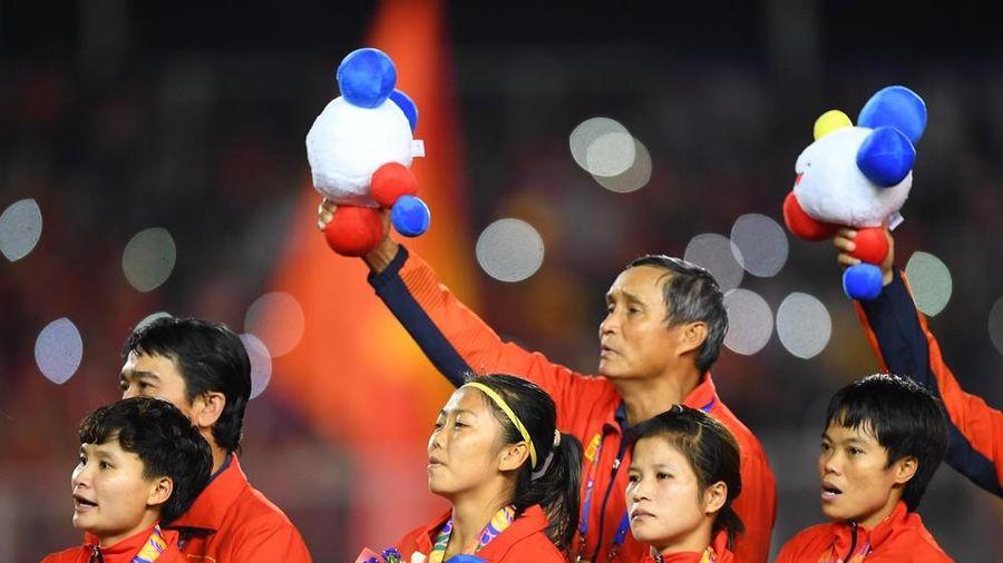 Các thành viên Chính phủ thưởng mỗi cầu thủ bóng đá nữ 100 triệu đồng