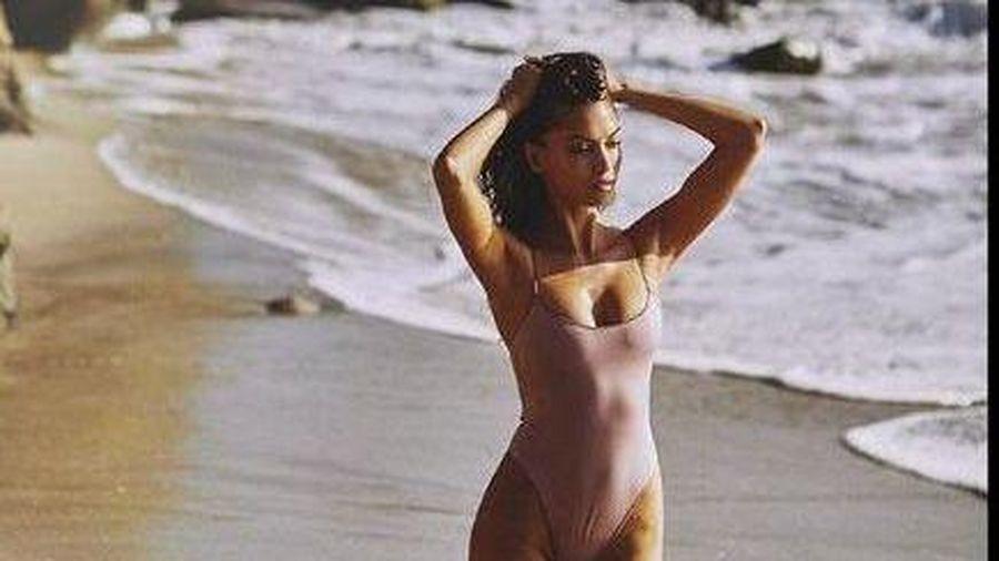 Siêu mẫu Cassie Amato thả dáng quyến rũ mê hồn trên biển