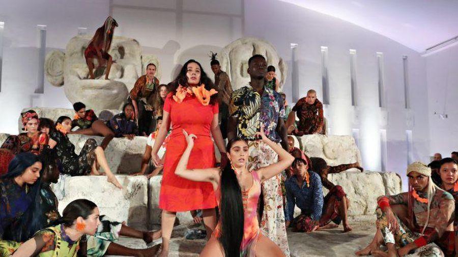 Showbiz 9/12: Con gái Madona bị chỉ trích vì trình diễn thời trang gợi dục