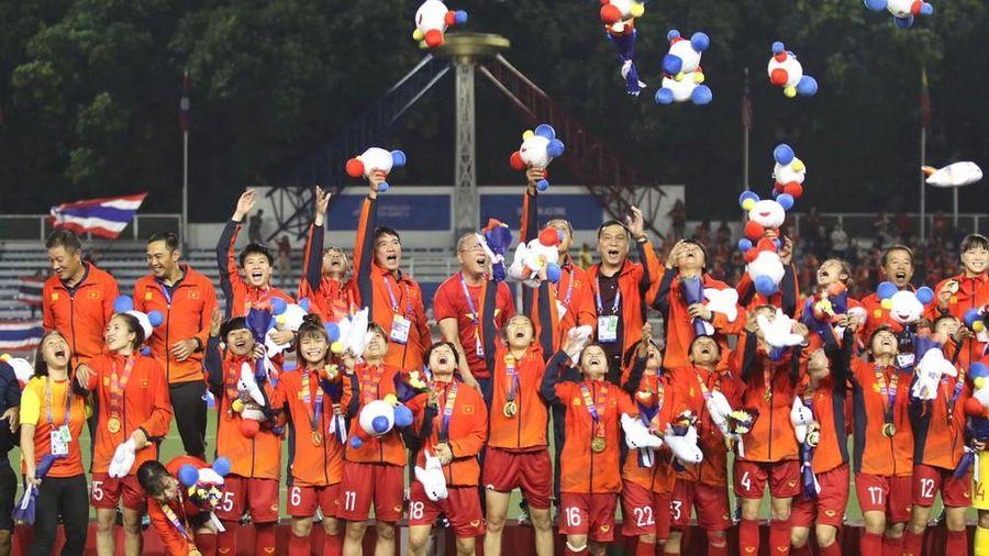 Quỹ Hỗ trợ Tài năng trẻ Việt Nam tặng thưởng đội tuyển bóng đá nữ 250 triệu đồng