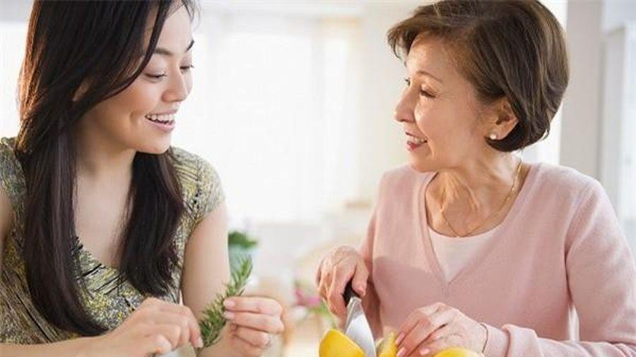 Chọc tức vợ mới, vợ cũ diễn bài 'mặt trơ', lăn xả vào đòi chăm sóc bố mẹ chồng