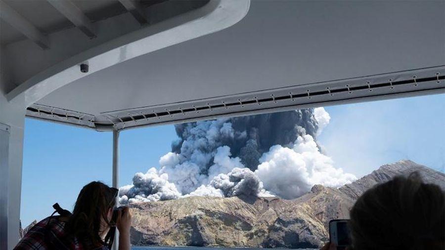 Một người chết, nhiều du khách bị mắc kẹt khi núi lửa bất ngờ phun trào ở New Zealand