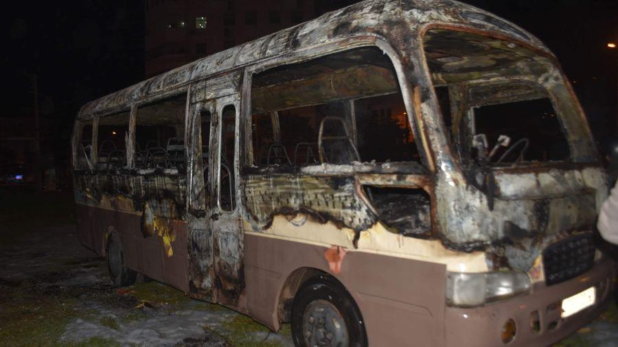 Xe khách 29 chỗ bốc cháy trơ khung