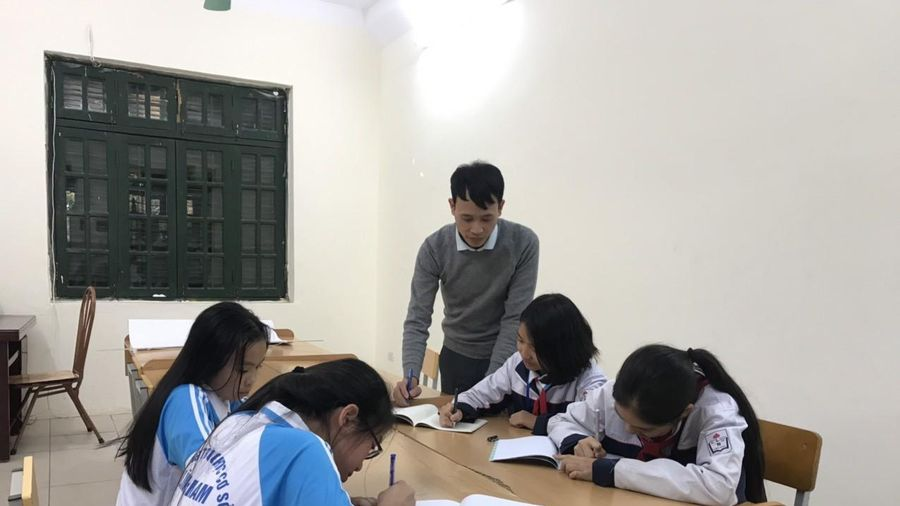 Chuyện về những giáo viên thầm lặng dạy miễn phí cho học trò