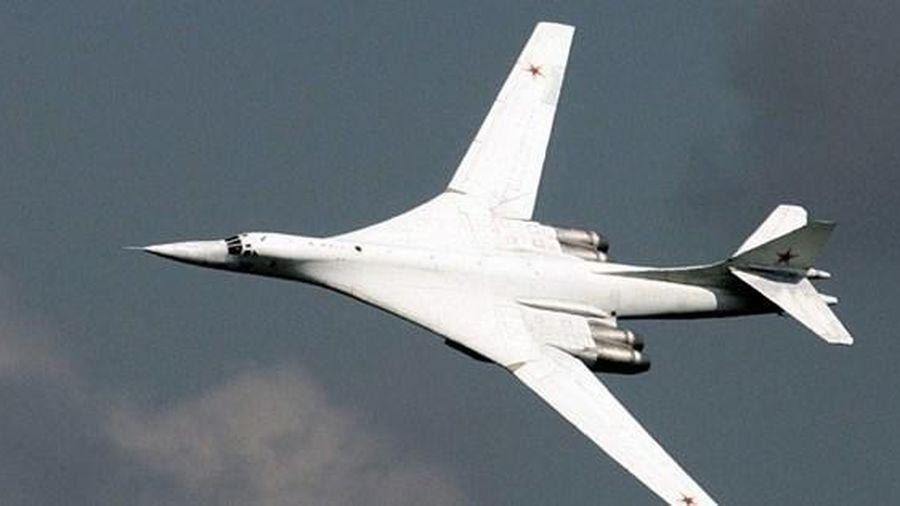 Tu-160 máy bay ném bom chiến lược của liên bang Nga