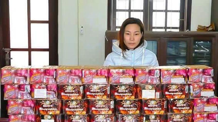 Bắt quả tang người phụ nữ giấu 60kg pháo trong nhà