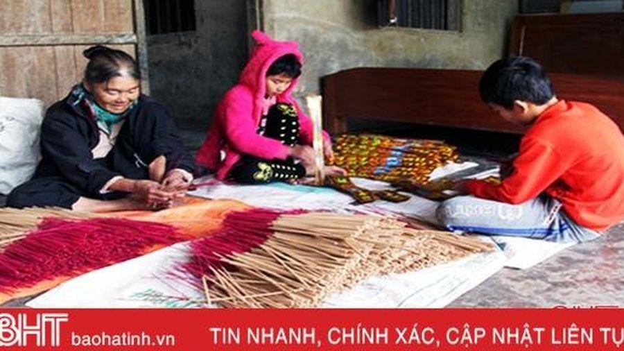 Nhiều cơ sở sản xuất hương ở Hà Tĩnh kín đơn hàng Tết Canh Tý