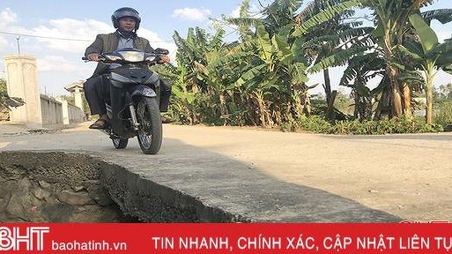 Nơm nớp lo sợ khi qua cầu không lan can ở Hà Tĩnh