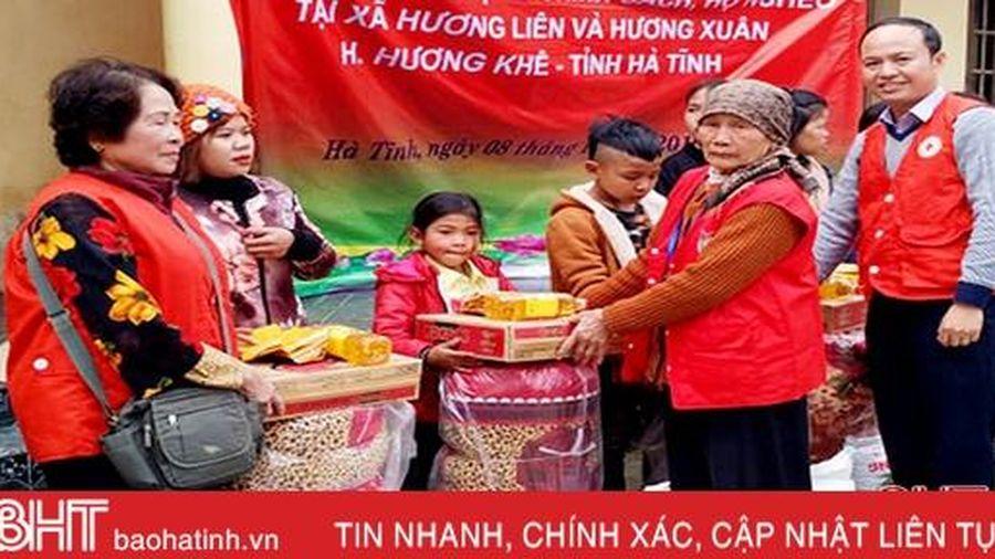 Hội Chữ thập đỏ Hà Nội tặng hơn 120 suất quà Tết cho người nghèo Hà Tĩnh