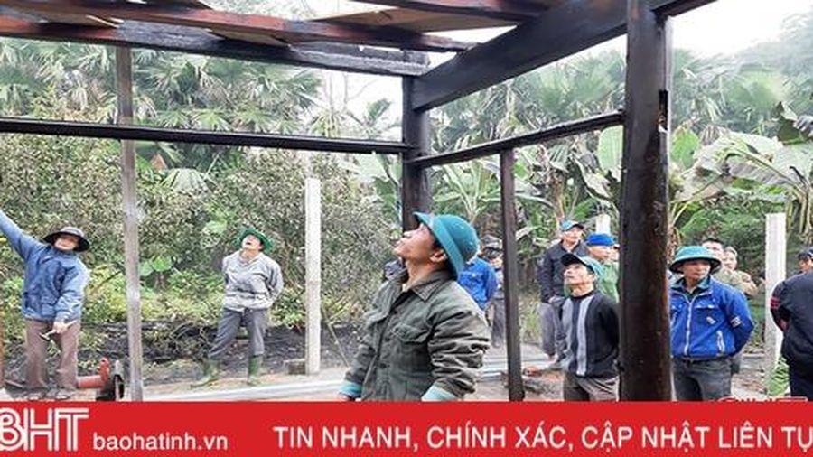 Căn nhà gỗ 2 gian cháy trơ khung lúc rạng sáng ở huyện miền núi Hà Tĩnh