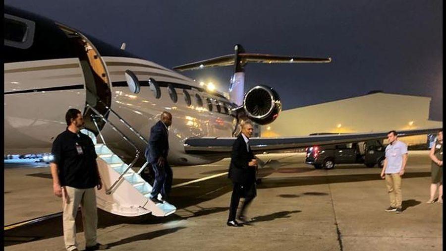 Cựu Tổng thống Mỹ Obama bất ngờ đáp chuyên cơ riêng xuống sân bay Tân Sơn Nhất