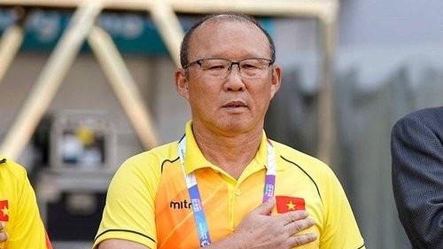 HLV Park Hang-seo đặt tay lên ngực có cờ Việt Nam: 'Muốn cùng tuyển nữ mang HCV về báo công'