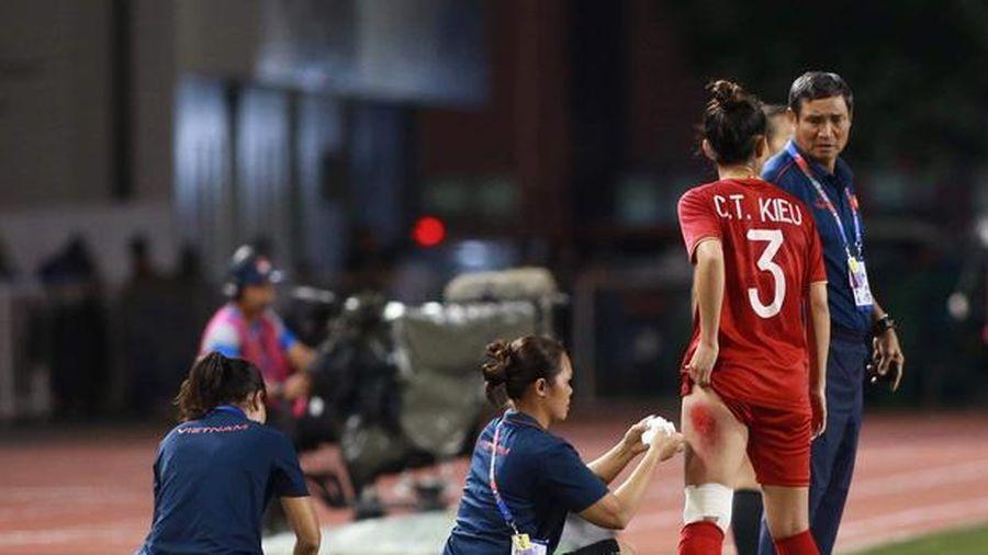 Vết thương đau rớm máu đến không ngủ được sau trận thắng Thái Lan, cầu thủ nữ tuyển Việt Nam làm fans xót xa