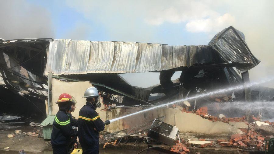 Lại cháy công ty ở Bình Dương, nhà xưởng hàng nghìn m2 bị thiêu rụi
