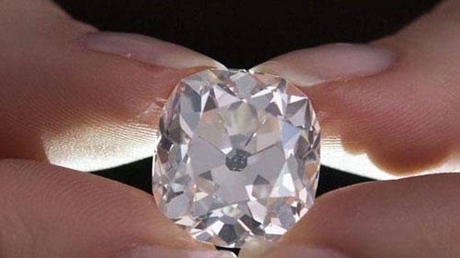 Mua nhẫn cũ 300.000 đồng ở chợ trời, 40 năm sau mới biết là kim cương vài chục tỷ