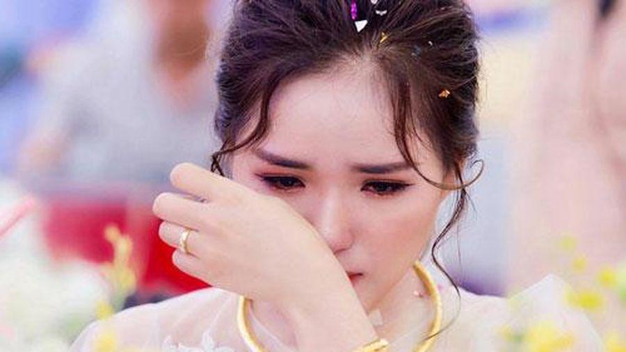 Không đưa vàng cưới cho mẹ chồng, tiệc tàn, cô dâu bị cả họ lăng mạ